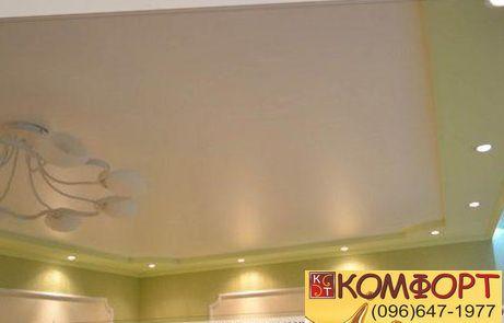 натяжной потолок оливкового цвета