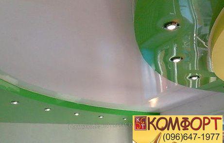 Натяжной потолок зелёного цвета