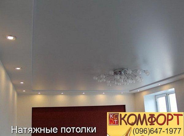 матовая приятная фактура натяжного потолка